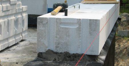 kurnik z betonu komórkowego