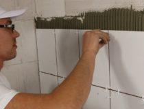 przyklejanie płytek ściannych